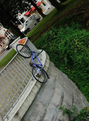 оригинальный метод парковки велосипедов
