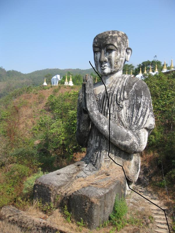 beau bouddha assis