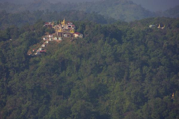 temple en face du rocher