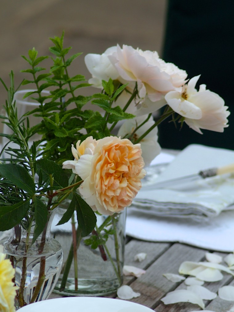 A-workshop-about-growing-and-arranging-cut-flowers-and-seasonal-gatherings-in-summer.