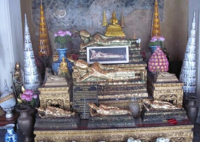 0 Replica of the Reclining Buddha