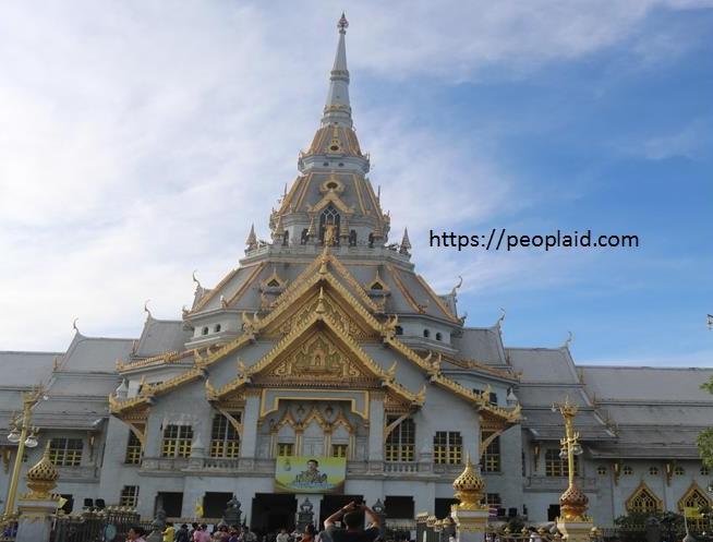 Wat Sothorn Wararam in Chachoengsao