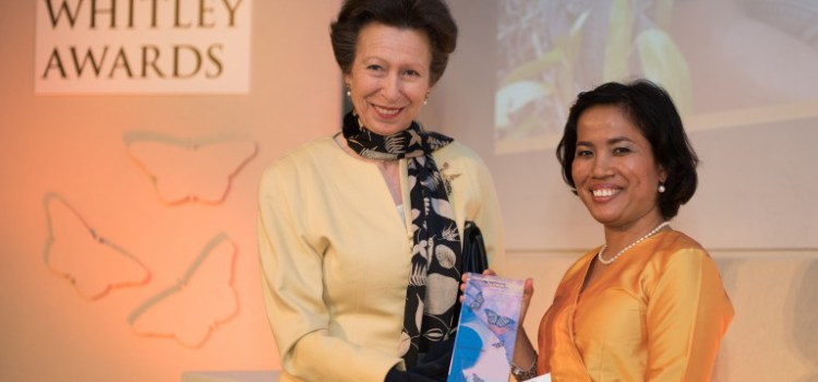 Hotlin Ompusunggu: Χρήση οδοντιατρικής για τη διακοπή της αποψίλωσης