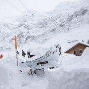 Χιονοστιβάδα «σκέπασε» ξενοδοχείο στην Ελβετία