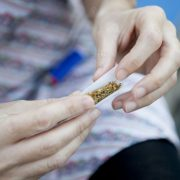 Εθισμένοι στο κάπνισμα είναι όσοι επιλέγουν στριφτό τσιγάρο