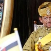 Λιθοβολισμός μέχρι θανάτου για τους ομοφυλόφιλους του Μπρουνέι. Αυστηρή εφαρμογή της σαρία ζήτησε ο σουλτάνος Χασανάλ Μπολκιάχ προκαλώντας ανησυχία στη Δύση