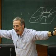 Καθηγητής Μάνος Δανέζης: Eίμαστε φτιαγμένοι να ζούμε στο «εμείς», αντί για το «εγώ»