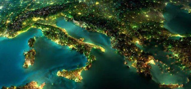 Η Γη από το διάστημα τη νύχτα σε εντυπωσιακές φωτογραφίες