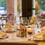 ΕΦΕΤ: Οδηγίες για επανεκκίνηση της εστίασης – Μέτρα για τρόφιμα, πελάτες, προσωπικό και delivery