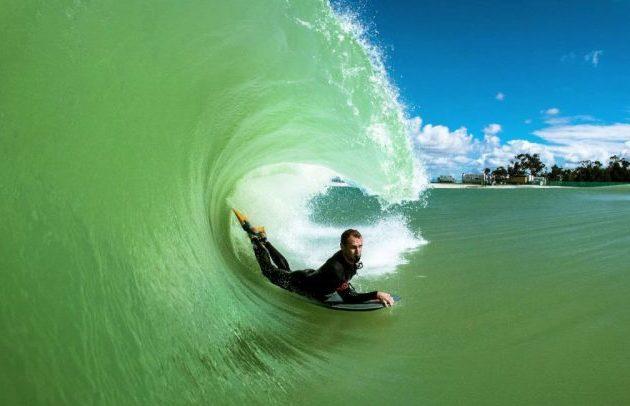 Surf Lakes, η μεγαλύτερη πισίνα στον κόσμο για σέρφινγκ
