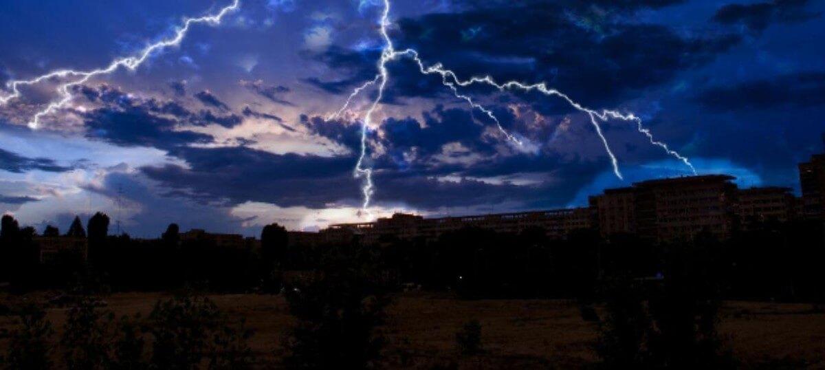 Lightning-strikes-kill-39-homeless-farmers-in-India
