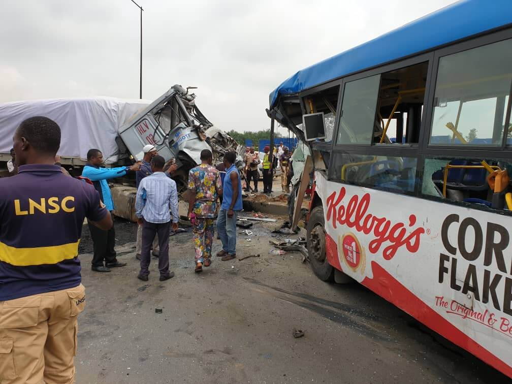 Many-feared-dead-as-Dangote-truck-loses-control