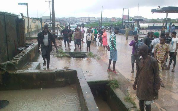 Flood-sweeps-boy,-rescuer-to-death-in-Lagos