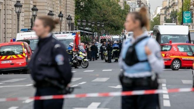 Paris-police-attack:-Four-killed-by-knife-wielding-employee