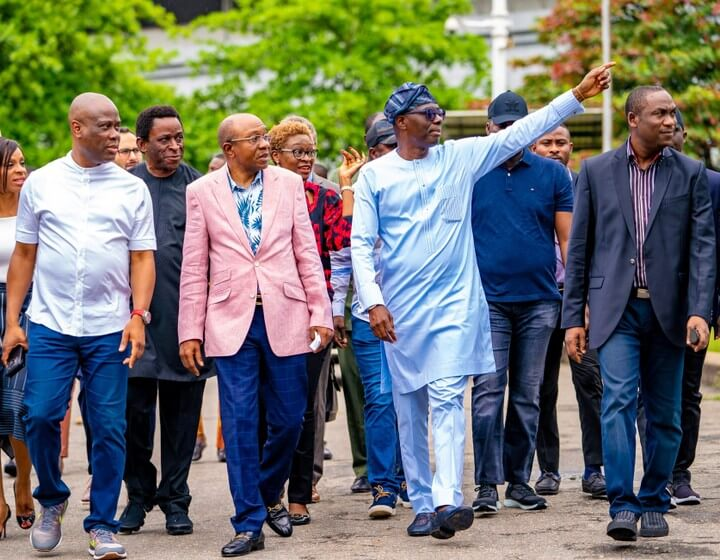 Meet-The-Pointing-Governor-of-Lagos-State