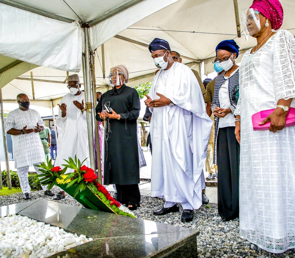 democracy-day-lagos-dep-gov-at-mkos-graveside