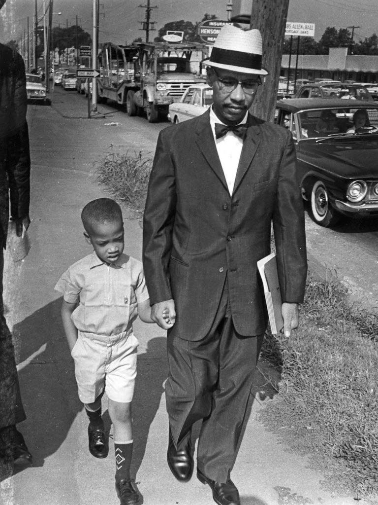 dr-sonnie-hereford-walks-son-to-fifth-ave-school-september-1963jpg-43fbd62331d16cf8