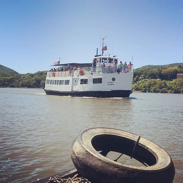 U.S.Army FB-814 gives tours out of West Point. Today they got a special tour feature. #shantyboat #tourboat #westpoint