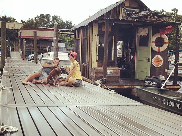 Docknic in a storm. When you get tired of the relentless yaw and roll of your shantyboat #shantyboat #picnic #hudsonriver