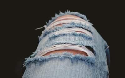 Recicla tus pantalones rotos o cortos de forma fácil