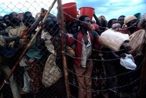 El éxodo de Rwanda hacia Zaire cobró dimensiones bíblicas. Unos meses después, la odisea emprendió el camino inverso. Foto: LUIS DAVILLA.