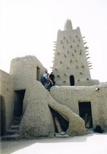 La histórica mezquita de Djinguerey-Ber en Tombuctú, amenazada ahora por las revueltas yihadistas. (Foto: PEPE ARENZANA)
