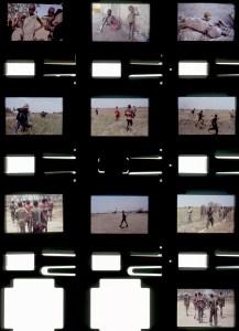 Pruebas de contacto de la cámara de Kevin Carter obtenidas aquel mismo día y conservadas hoy poruna agencia francesa