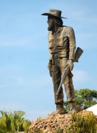 La gran farsa: Camilo, un héroe para sus asesinos.