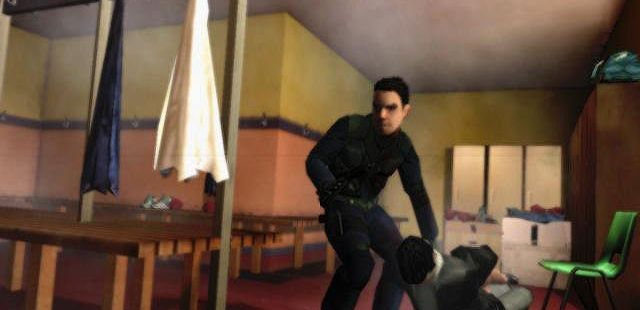 The Getaway: Black Monday PlayStation 2  arrastrando un Thug