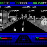 OutRun Europa ZX Spectrum  Una flecha útil en el cielo muestra el camino a seguir