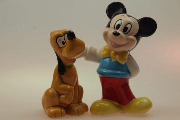 Mickey-Mouse-met-Pluto-categorie-animatie-figuren-peper-en-zoutstel