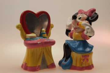 Minnie-Mouse-met-kaptafel-categorie-animatie-figuren-peper-en-zoutstel