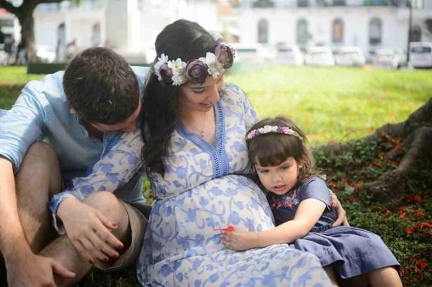 Escuchando a Mi hermanito- Maternidad-Peppophotography