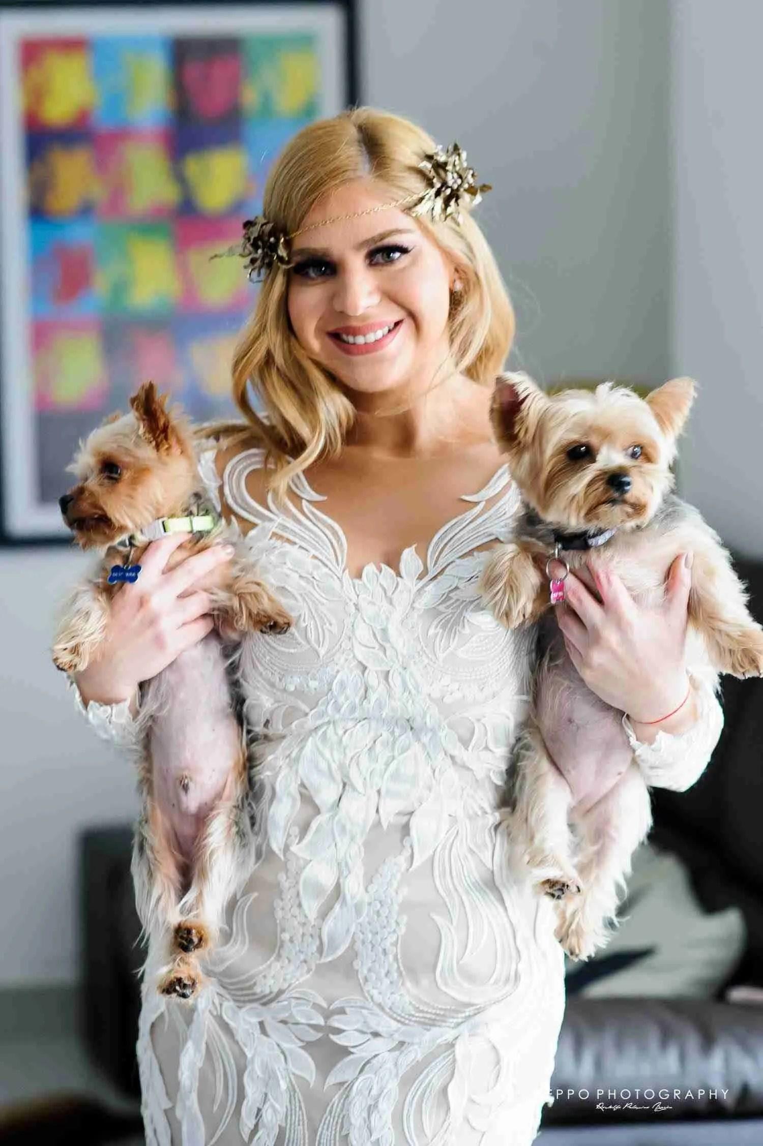 Johanna casi lista con sus adorables perritos