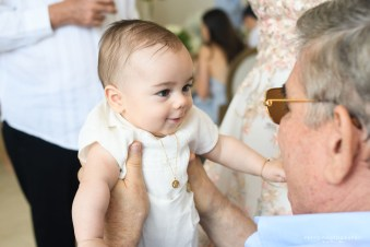 Rafael encantado con su abuelo