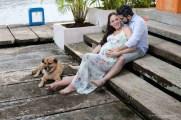 Shana y Ricardo sentado posando para Choco