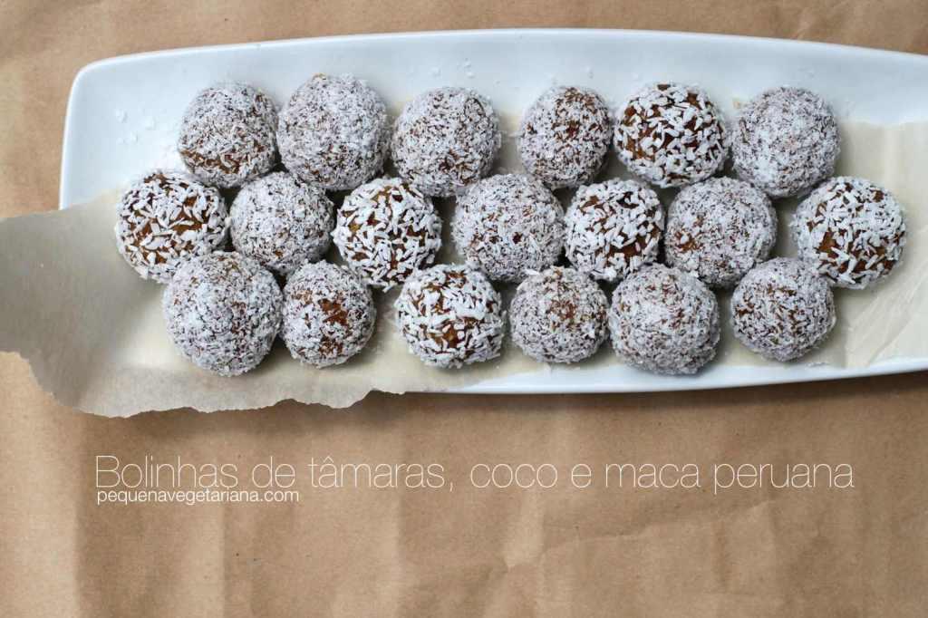 Receita de bolinhas de tâmaras, coco e maca peruana. Bolinhas de energia crus e super saudáveis.