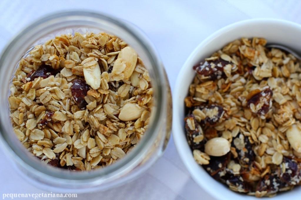 granola caseira, receita de granola, granola california, pequena vegetariana, receita de granola vegana, café da manhã vegan, receitas vegans, granola de tamaras, como fazer granola, receita de granola, café da manhã vegetariano, granola de coco, granola de amendoas, granola de tamaras com amendas, receitas de california,