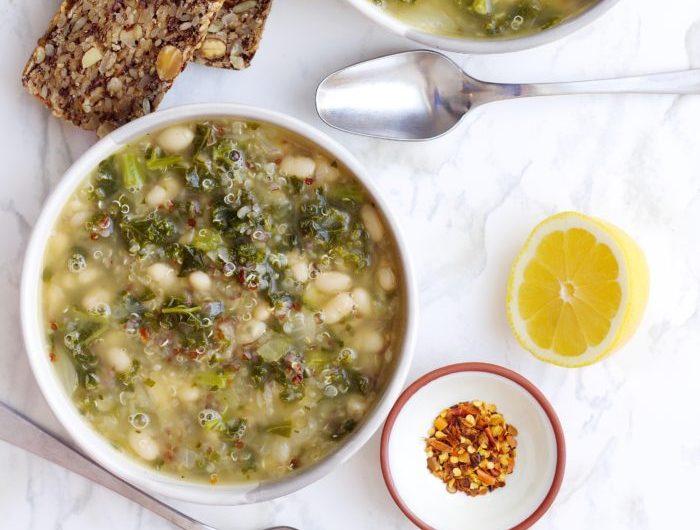 Receita de sopa de feijão branco com quinoa e couve