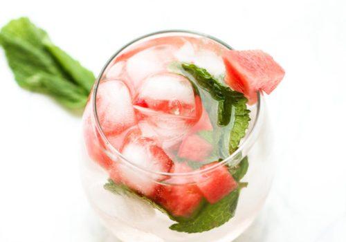 Refresco de verão de melancia com menta, pequena vegetariana, ana tavares, comidinhas do bem, Imaginarium, agua aromatizada, receitas com melancia, receitas com menta, receita, vegetariana, vegana, saudável