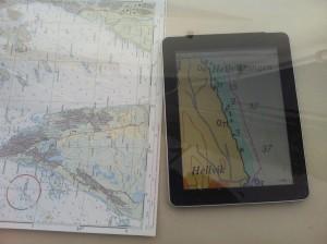 Jeg bruker hovedsaklig iPaden og de digitale sjøkartene der, men har også et vanlig kart om bord. Mangler foreløpig en skikkelig GPS/kartplotter.