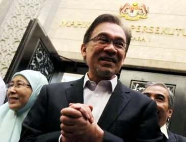 Tukar Perdana Menteri Sahaja Tidak Cukup – Anwar