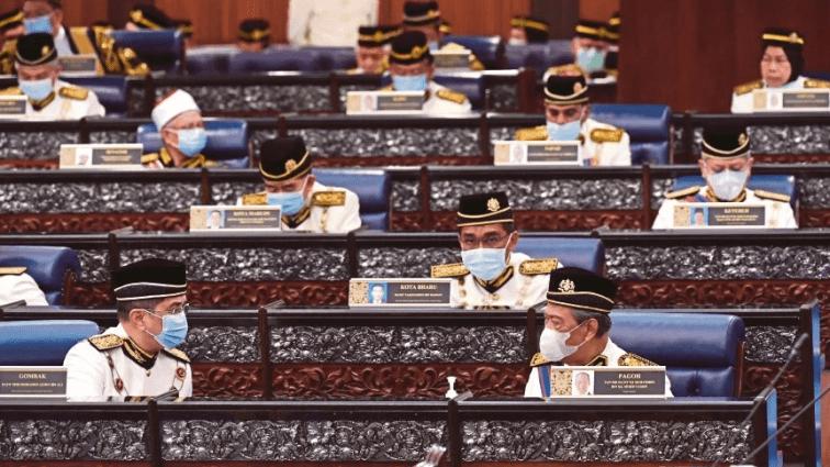 'Busuk-busuk pun gaji, elaun menteri RM50,000 ke atas sebulan'