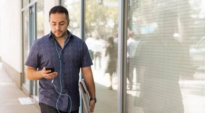 Opråb til ungdommen: Hold op med at tåge rundt med din mobil!