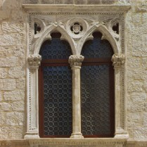 Palača obitelji Pertis u Cresu