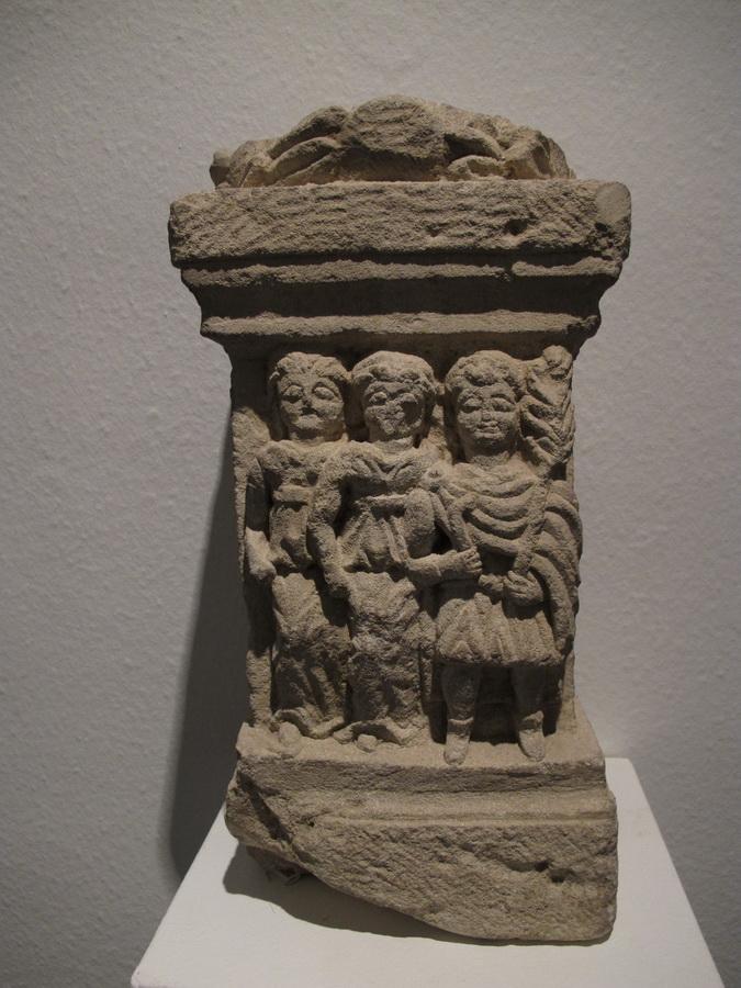 Reljefni žrtvenik s likovima boga Silvana i dviju Silvana, 2/3.st.