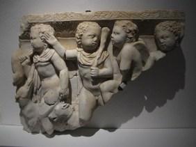 Ulomci atičkog sarkofaga s prikazom erota u lovu na jelena, Salona, pr.pol.3.st.