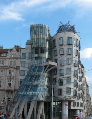 Fred & Ginger / Plešuća kuća