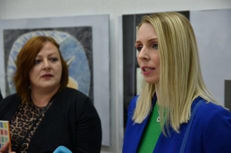Ravnateljica Romana Tekić i autorica predgovora izložbe Sonja Švec Španjol