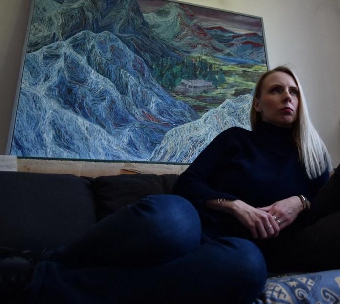 Isječak iz virtualne izložbe - kustosica postavlja pitanja
